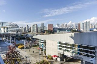 """Photo 14: 405 12 ATHLETES Way in Vancouver: False Creek Condo for sale in """"KAYAK"""" (Vancouver West)  : MLS®# R2236470"""