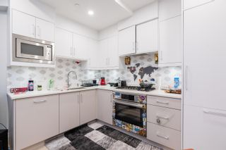 """Photo 11: 2 1150 COMOX Street in Vancouver: West End VW Condo for sale in """"Gables at Nelson Park"""" (Vancouver West)  : MLS®# R2621813"""
