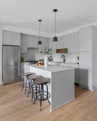 "Photo 7: 228 2493 MONTROSE Avenue in Abbotsford: Central Abbotsford Condo for sale in ""Upper Montrose"" : MLS®# R2563477"