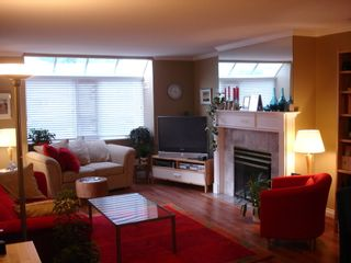 Photo 2: 304 9763 140 Street in Fraser Gate: Home for sale : MLS®# F2716943