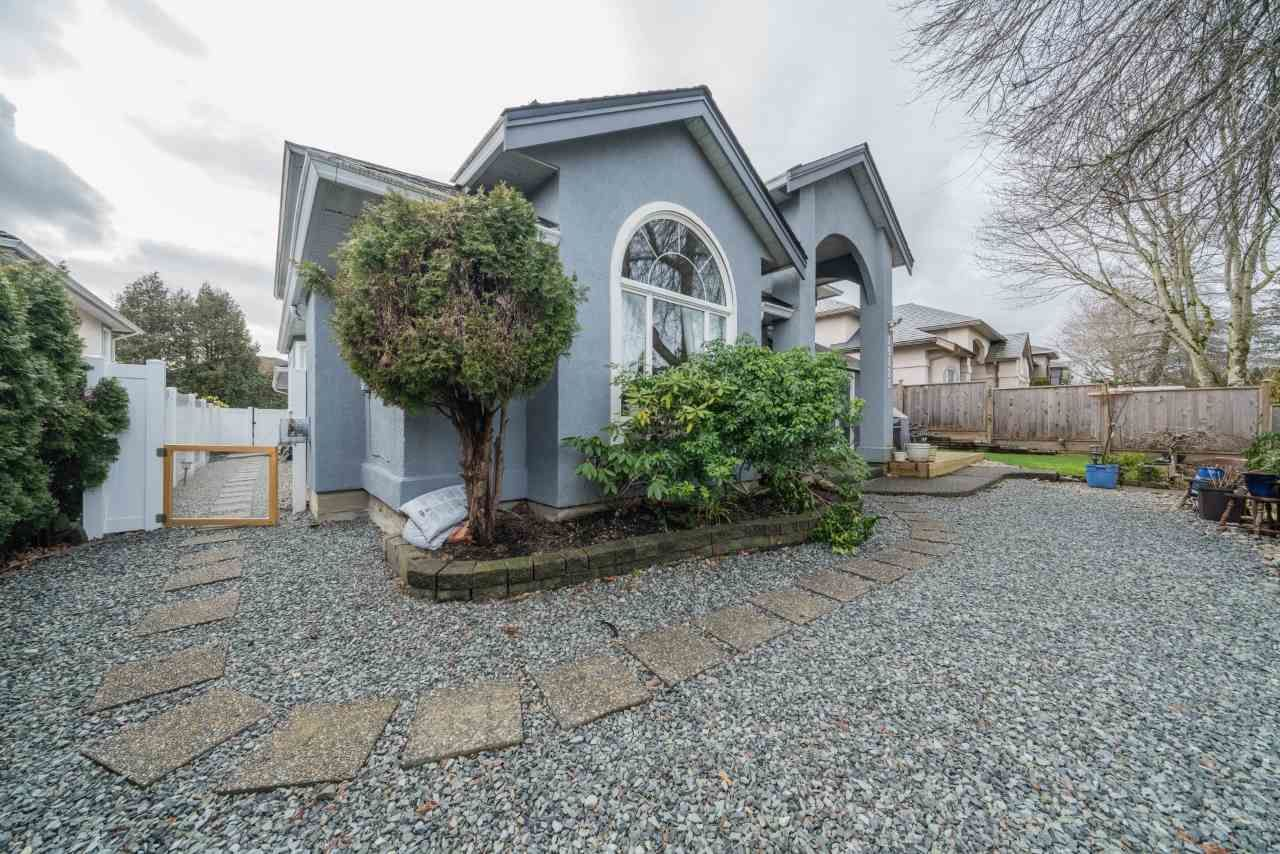 Main Photo: 19122 64 Avenue in Surrey: Cloverdale BC House for sale (Cloverdale)  : MLS®# R2552398