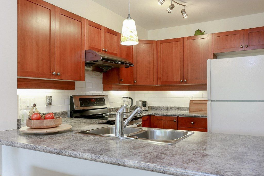 """Photo 5: Photos: 304 625 PARK Crescent in New Westminster: GlenBrooke North Condo for sale in """"WESTHAVEN"""" : MLS®# R2189118"""