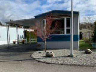 """Photo 1: 67 2270 196 Street in Langley: Brookswood Langley Manufactured Home for sale in """"Pine Ridge Manufactured Home Park"""" : MLS®# R2548008"""