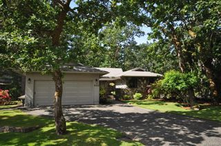 Photo 1: 900 Woodhall Dr in Saanich: SE High Quadra House for sale (Saanich East)  : MLS®# 840307