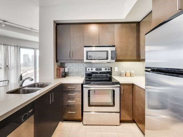 Photo 8: Photos: 1406 50 Absolute Avenue in Mississauga: City Centre Condo for sale : MLS®# W3804080