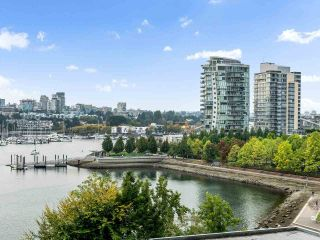 """Photo 9: 801 1383 MARINASIDE Crescent in Vancouver: Yaletown Condo for sale in """"COLUMBUS"""" (Vancouver West)  : MLS®# R2504775"""
