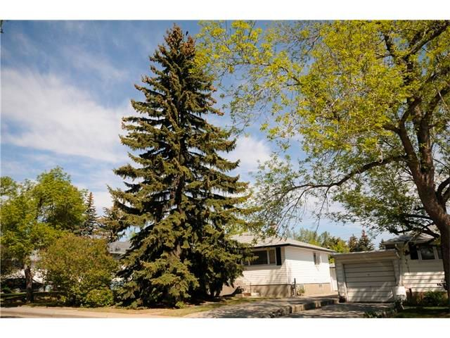 Main Photo: 336 HENDON Drive NW in Calgary: Highwood House for sale : MLS®# C4066178