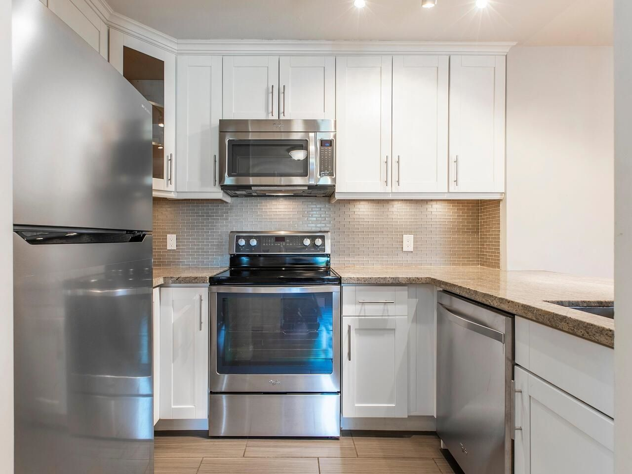 Main Photo: 403 137 W 17 Street in North Vancouver: Central Lonsdale Condo for sale : MLS®# R2616728