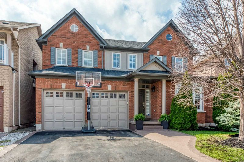 FEATURED LISTING: 2319 Briargrove Circle Oakville
