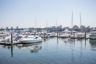 """Photo 25: 311 1288 MARINASIDE Crescent in Vancouver: Yaletown Condo for sale in """"Crestmark I"""" (Vancouver West)  : MLS®# R2602916"""