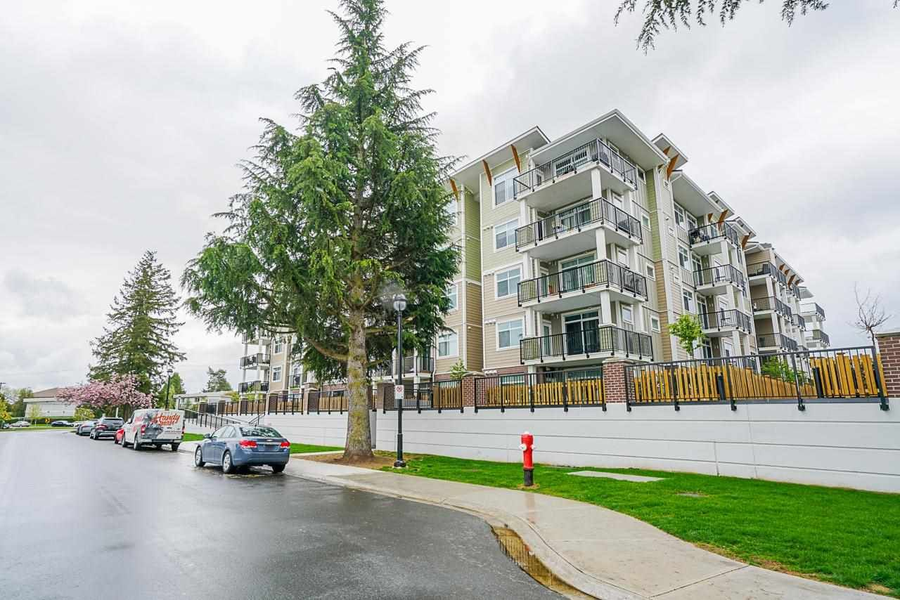 """Main Photo: 418 20696 EASTLEIGH Crescent in Langley: Langley City Condo for sale in """"The Georgia"""" : MLS®# R2574305"""