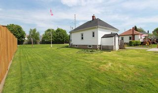 Photo 3: 547 E King Avenue in Clarington: Newcastle House (Bungalow) for sale : MLS®# E4773216