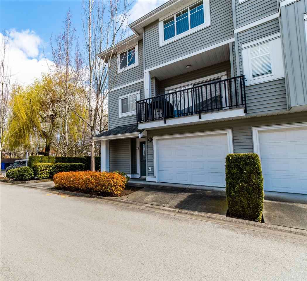 "Main Photo: 18 5988 OLD MCLELLAN Road in Surrey: Cloverdale BC Townhouse for sale in ""MCLELLAN MEWS"" (Cloverdale)  : MLS®# R2571577"