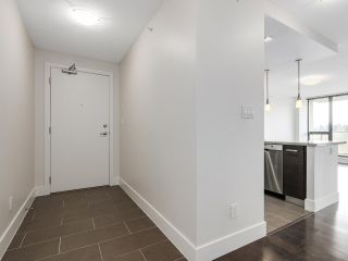 """Photo 2: 706 2959 GLEN Drive in Coquitlam: North Coquitlam Condo for sale in """"THE PARC"""" : MLS®# R2156531"""