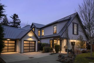 Photo 35: 2001 Runnymede Ave in Victoria: Vi Fairfield East House for sale : MLS®# 865939