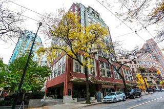 "Photo 1: 808 819 HAMILTON Street in Vancouver: Downtown VW Condo for sale in ""EIGHT ONE NINE"" (Vancouver West)  : MLS®# R2118682"