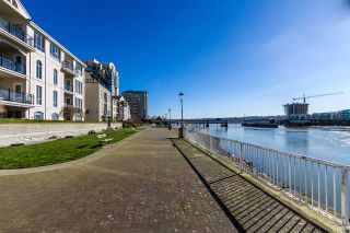 Photo 18: 111 10 RENAISSANCE SQUARE in New Westminster: Quay Condo for sale : MLS®# R2038572