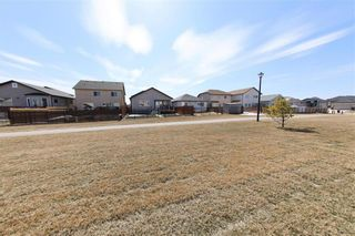 Photo 4: 234 Mosselle Drive in Winnipeg: Amber Trails Residential for sale (4F)  : MLS®# 202108728