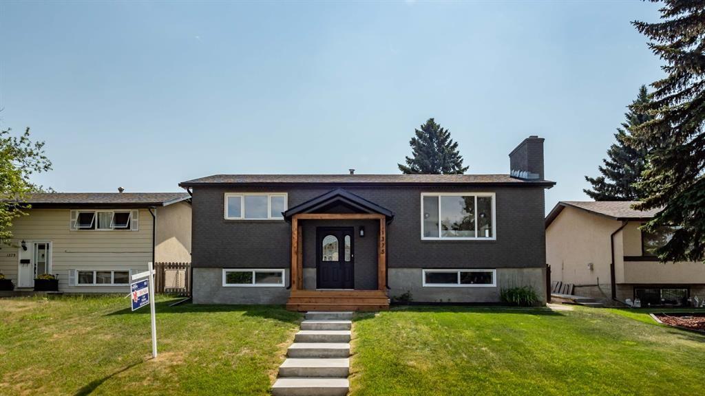 Main Photo: 1375 Lake Michigan Crescent SE in Calgary: Bonavista Downs Detached for sale : MLS®# A1125097
