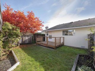 """Photo 3: 22 767 NORTH Road in Gibsons: Gibsons & Area Townhouse for sale in """"NORTH OAKS"""" (Sunshine Coast)  : MLS®# R2415333"""