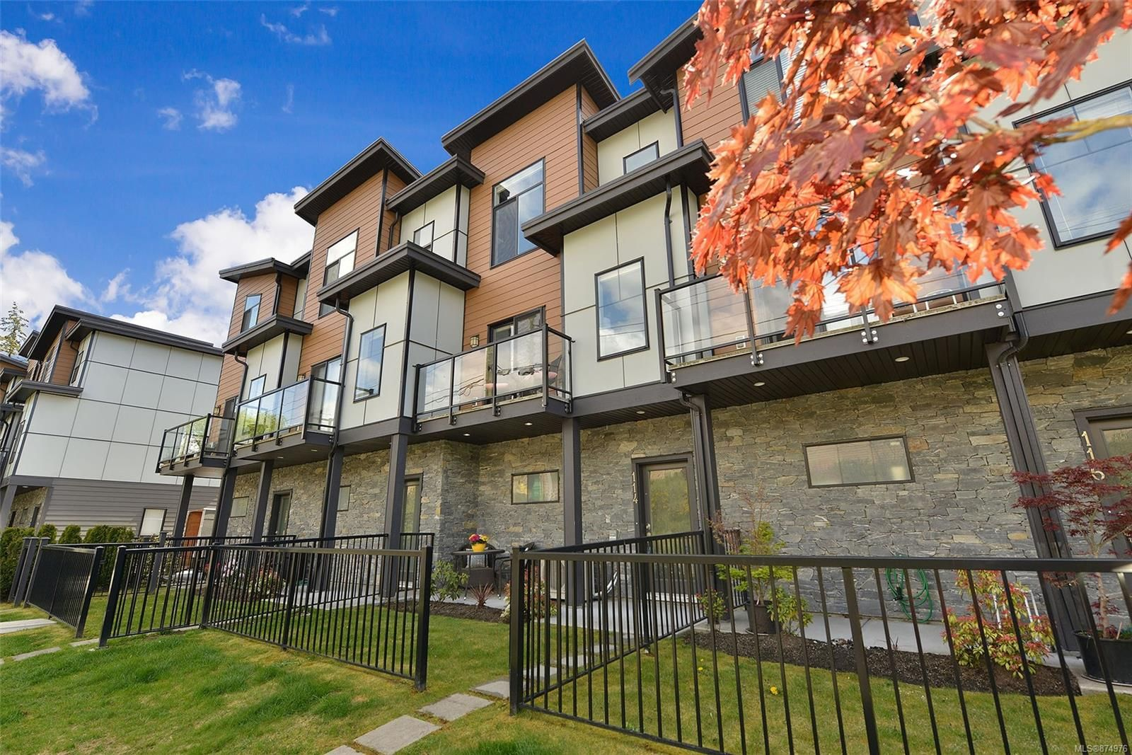 Main Photo: 114 687 STRANDLUND Ave in : La Langford Proper Row/Townhouse for sale (Langford)  : MLS®# 874976