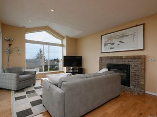 Photo 6: 2521 Emmy Pl in : CS Tanner House for sale (Central Saanich)  : MLS®# 871496