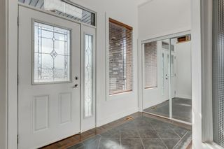 Photo 3: 2 WEST CEDAR Place SW in Calgary: West Springs Detached for sale : MLS®# C4286734