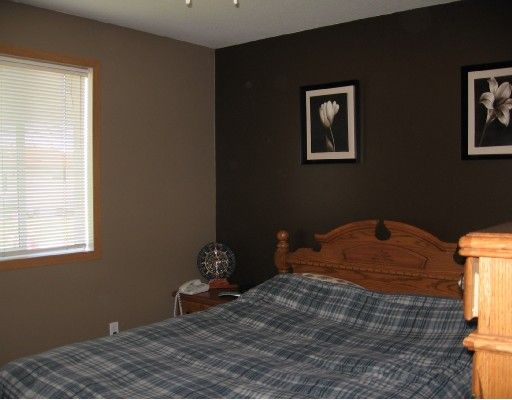 """Photo 5: Photos: 3915 COTTONWOOD Road in Fort_Nelson: Fort Nelson -Town House for sale in """"EAST SUB"""" (Fort Nelson (Zone 64))  : MLS®# N185148"""
