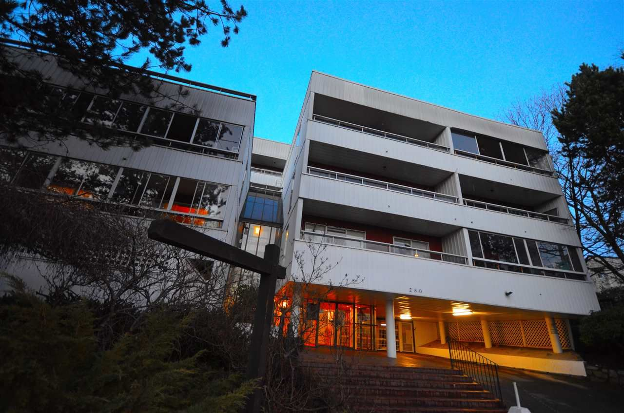 """Main Photo: 401 250 W 1ST Street in North Vancouver: Lower Lonsdale Condo for sale in """"CHINOCK"""" : MLS®# R2024187"""