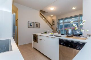 Photo 5: 408 E 11 Avenue in Vancouver: Mount Pleasant VE Townhouse for sale (Vancouver East)  : MLS®# R2027635