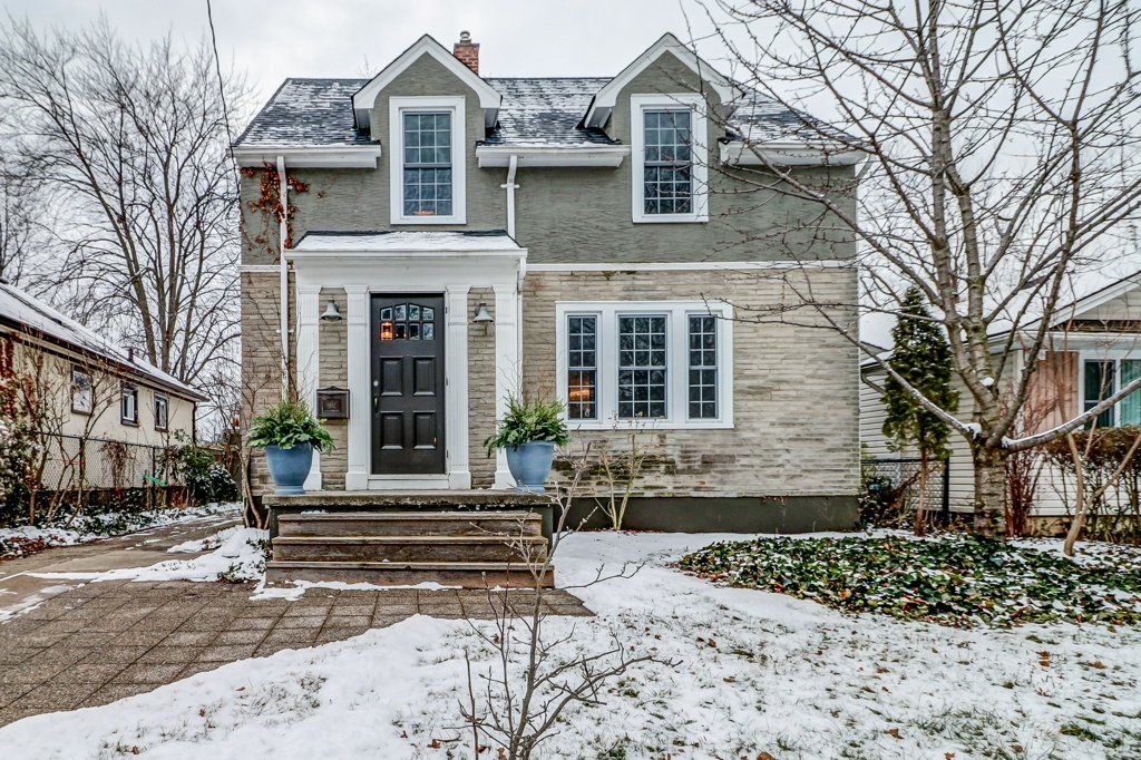 Main Photo: 35 McDonald Street in St. Catharines: House for sale : MLS®# H4044771