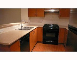 """Photo 3: 202 4723 DAWSON Street in Burnaby: Parkcrest Condo for sale in """"COLLAGE"""" (Burnaby North)  : MLS®# V659344"""