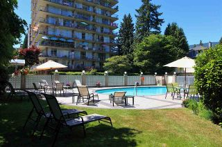 Photo 2: 415 1425 ESQUIMALT AVENUE in West Vancouver: Ambleside Condo for sale : MLS®# R2464523