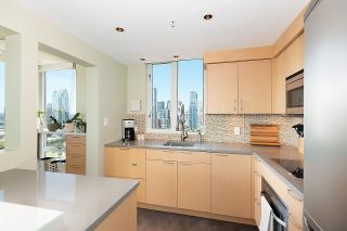 """Photo 8: 2701 1201 MARINASIDE Crescent in Vancouver: Yaletown Condo for sale in """"The Peninsula"""" (Vancouver West)  : MLS®# R2602027"""