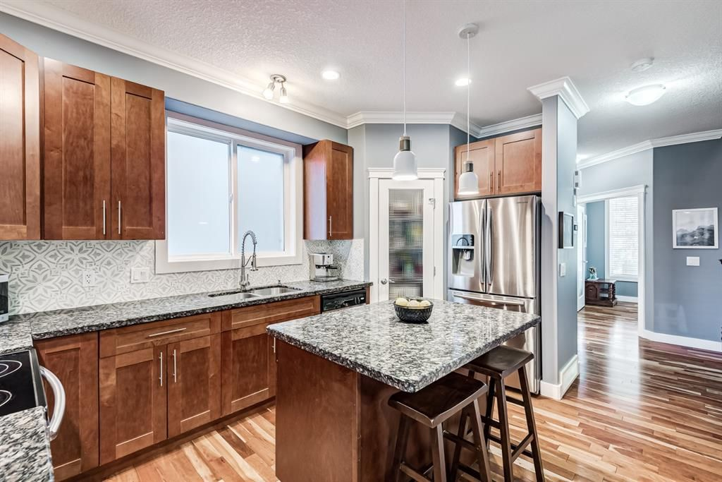 Photo 5: Photos: 503 17 Avenue NW in Calgary: Mount Pleasant Semi Detached for sale : MLS®# A1122825