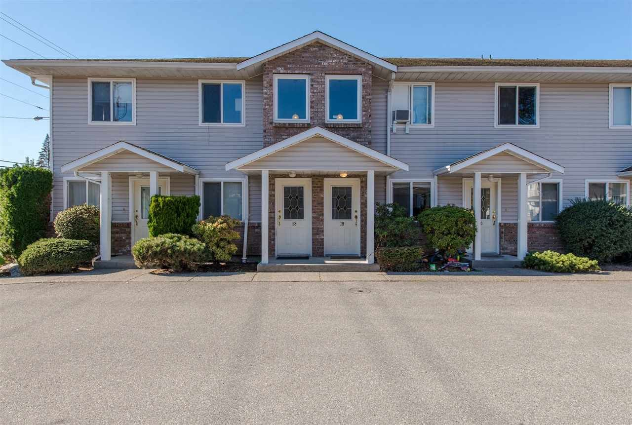 """Main Photo: 18 46735 YALE Road in Chilliwack: Chilliwack E Young-Yale Townhouse for sale in """"Heritage Lane"""" : MLS®# R2511505"""