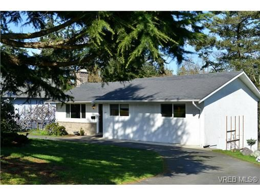 Main Photo: 3361 Rolston Cres in VICTORIA: SW Tillicum House for sale (Saanich West)  : MLS®# 725044