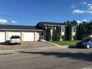 Photo 2: 608 Gray Avenue in Saskatoon: Sutherland Residential for sale : MLS®# SK847542