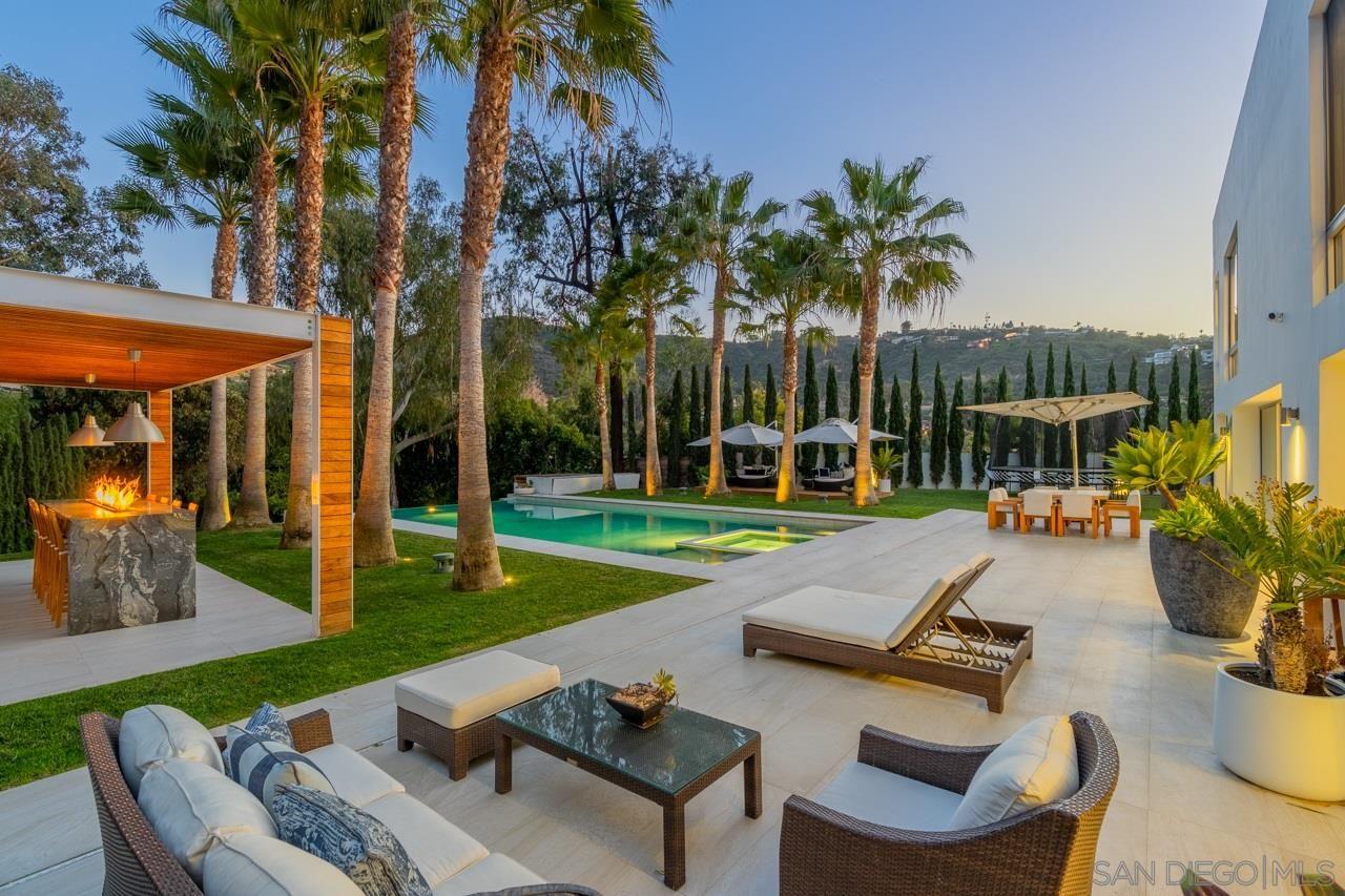 Main Photo: LA JOLLA House for sale : 5 bedrooms : 7713 Esterel Drive