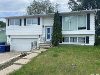 Photo 1: 727 Lenore Drive in Saskatoon: Lawson Heights Residential for sale : MLS®# SK860449