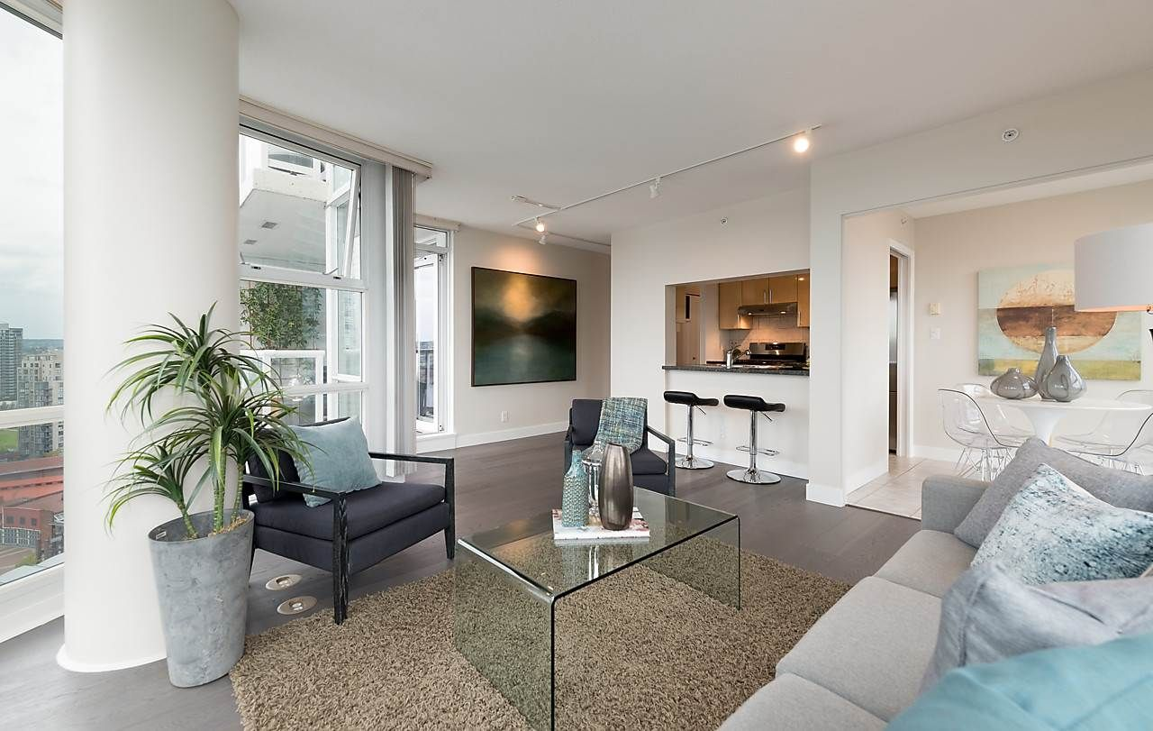 "Photo 5: Photos: 2508 193 AQUARIUS Mews in Vancouver: Yaletown Condo for sale in ""MARINASIDE RESORT RESIDENCES"" (Vancouver West)  : MLS®# R2106066"