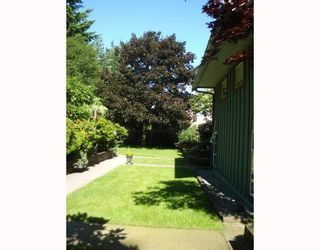 """Photo 10: 29 900 W 17TH Street in North_Vancouver: Hamilton Townhouse for sale in """"FOXWOOD HILLS"""" (North Vancouver)  : MLS®# V690097"""