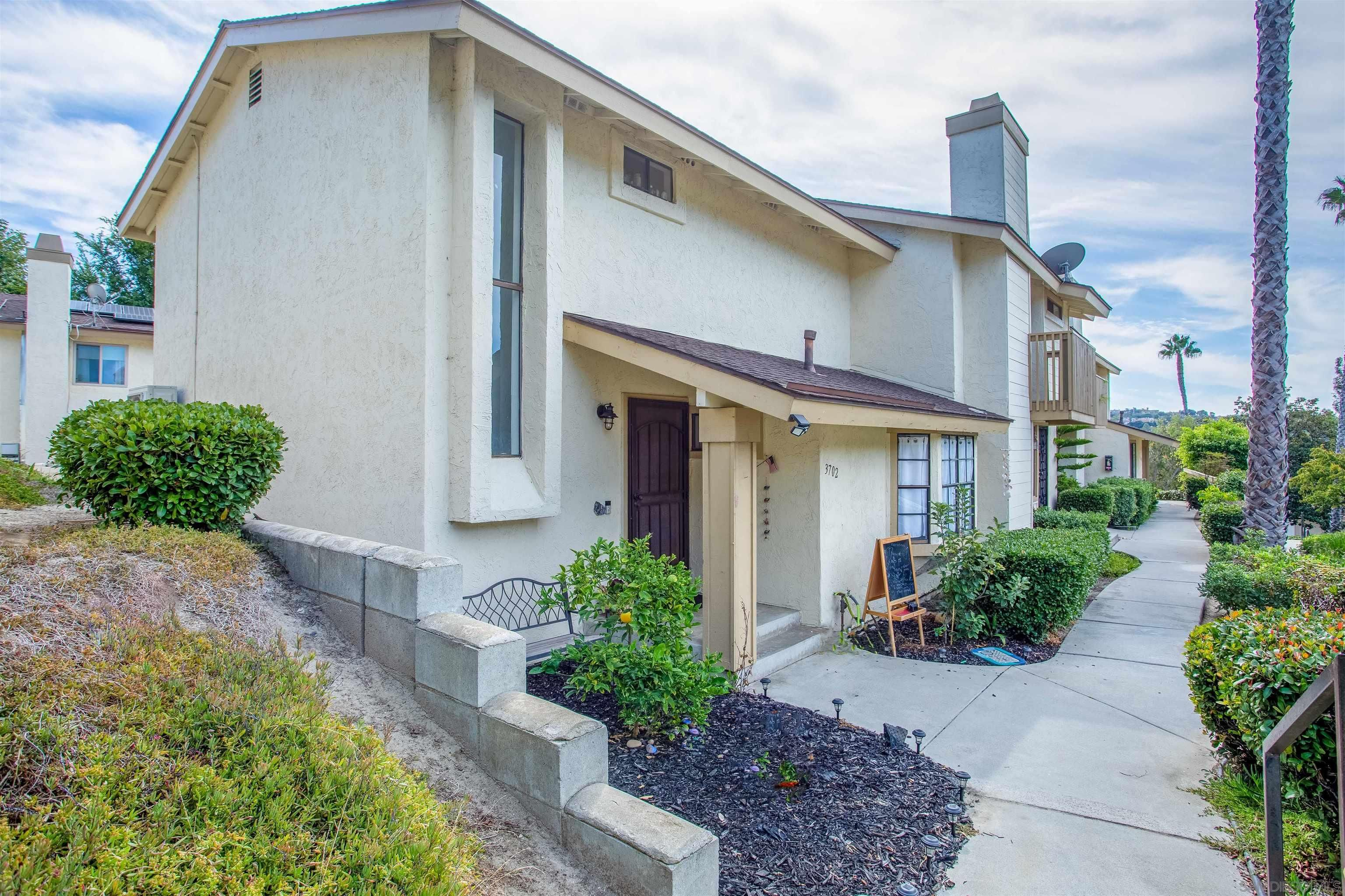 Main Photo: OCEANSIDE Townhouse for sale : 2 bedrooms : 3702 Harvard Dr