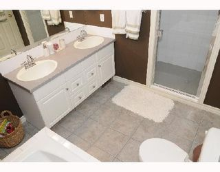 Photo 8: 1829 BROADVIEW Road NW in CALGARY: West Hillhurst Residential Attached for sale (Calgary)  : MLS®# C3305537