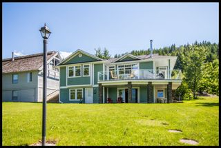 Photo 2: 3513 Eagle Bay Road in Eagle Bay: Waterfront House for sale : MLS®# 10100248