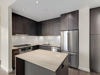 """Photo 8: 1806 111 E 1ST Avenue in Vancouver: Mount Pleasant VE Condo for sale in """"BLOCK 100"""" (Vancouver East)  : MLS®# R2614472"""