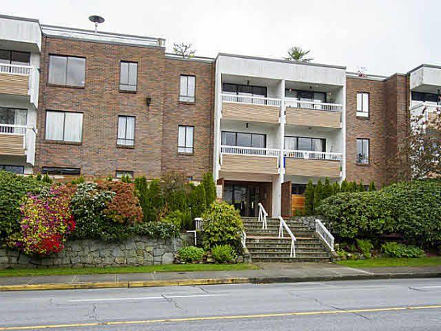 "Main Photo: 109 2450 CORNWALL Avenue in Vancouver: Kitsilano Condo for sale in ""The Ocean's Door"" (Vancouver West)  : MLS®# V1119389"