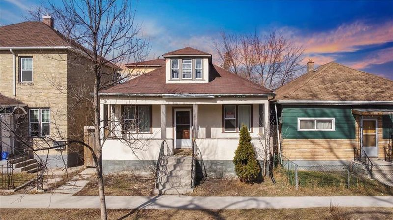 FEATURED LISTING: 541 Manitoba Avenue Winnipeg