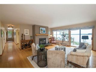 Photo 5: 8381 Lochside Dr in SAANICHTON: CS Turgoose House for sale (Central Saanich)  : MLS®# 733572
