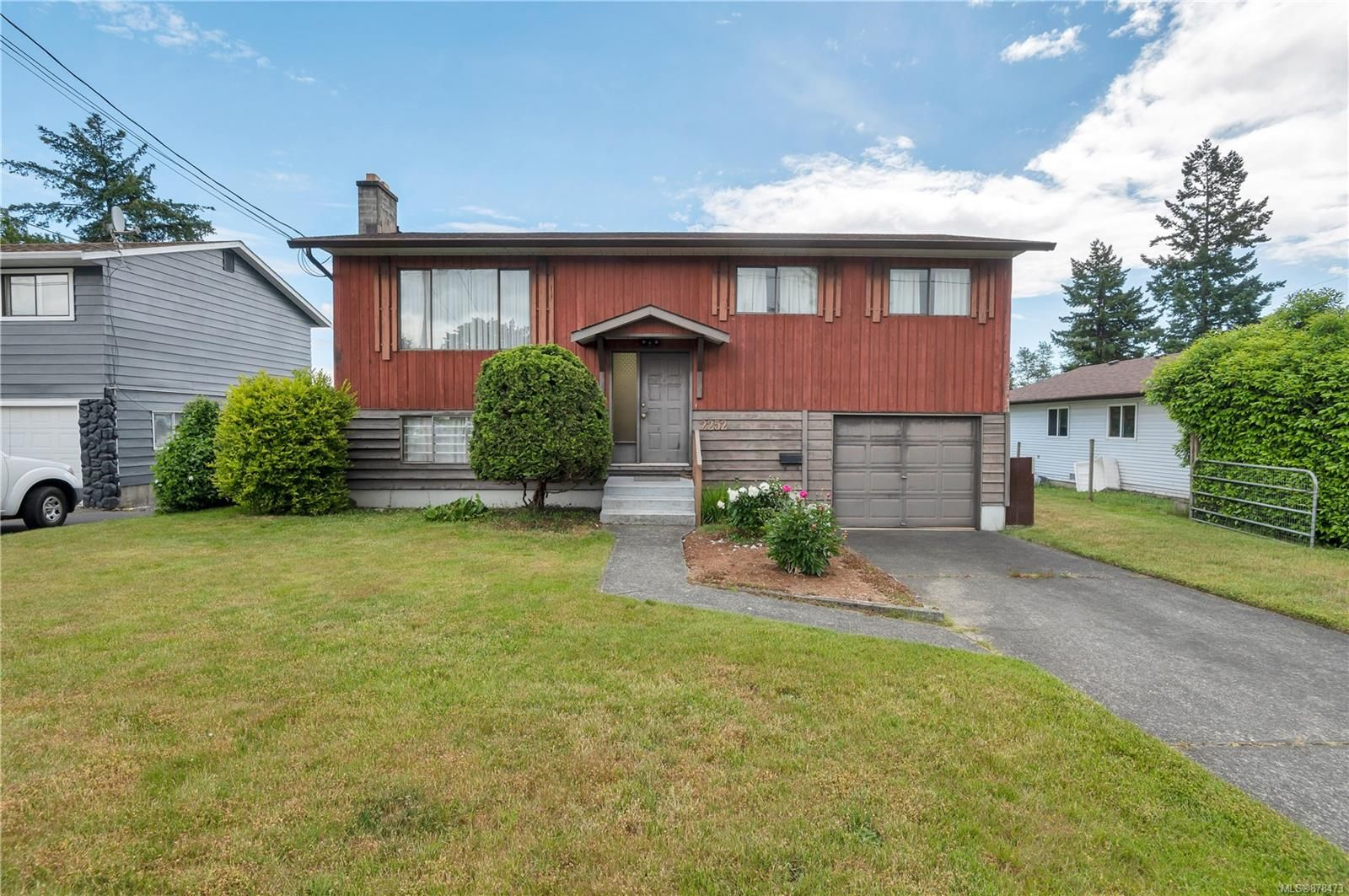Main Photo: 2252 Grant Ave in : CV Courtenay City House for sale (Comox Valley)  : MLS®# 878473